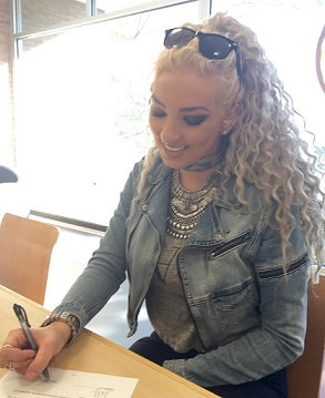 sheon_signing_a_management_deaL